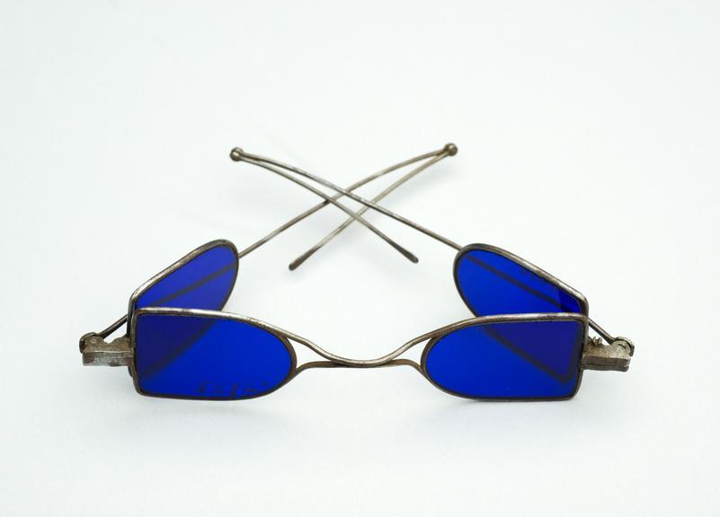 Lịch sử kính mắt thời trang kính Anh Quốc