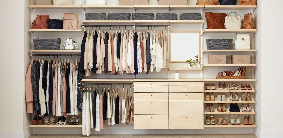 tủ quần áo được xếp ngay ngắn