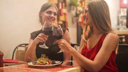 Nghệ thuật uống rượu mà vẫn giữ được vóc dáng đáng mơ ước trong dịp Tết