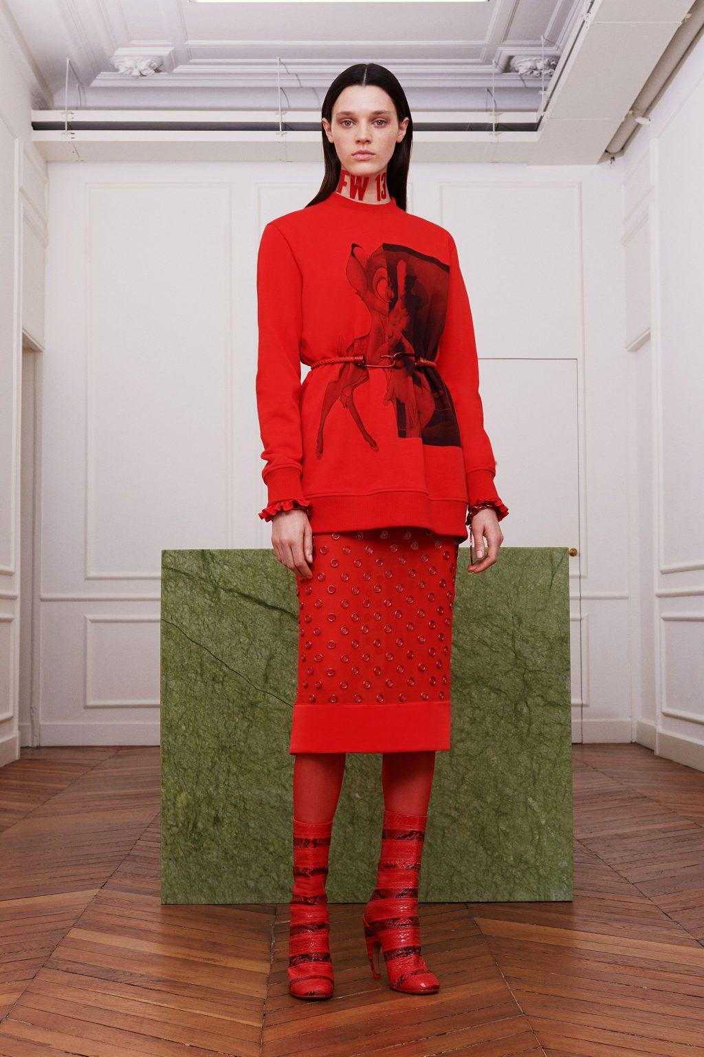 Ý nghĩa sắc đỏ mang đến cho trang phục màu đỏ 3