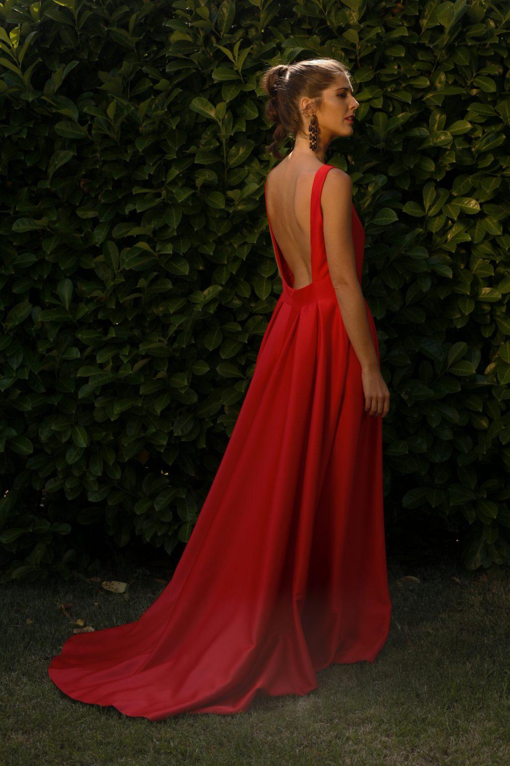 Ý nghĩa sắc đỏ mang đến cho trang phục màu đỏ 6