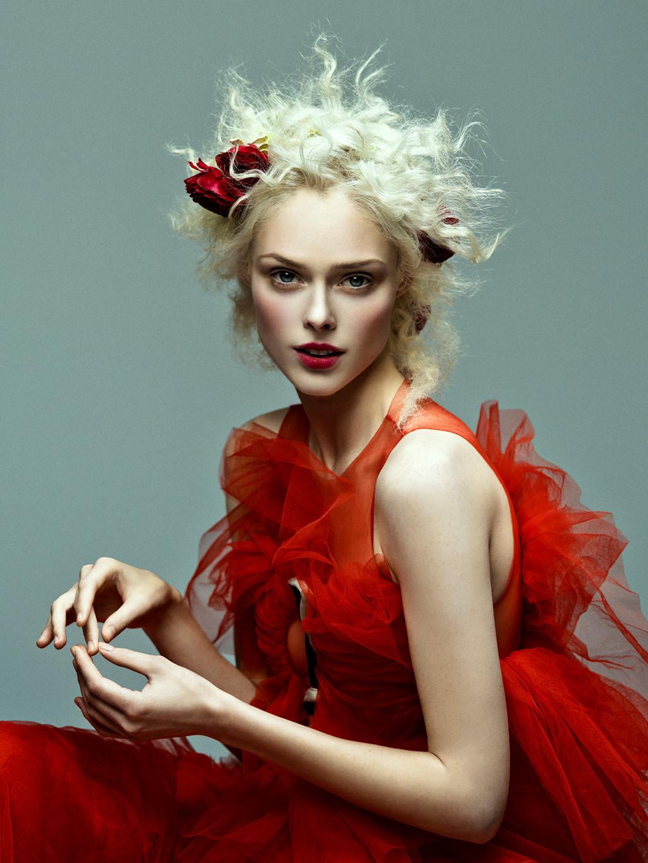 Ý nghĩa sắc đỏ mang đến cho trang phục màu đỏ 1