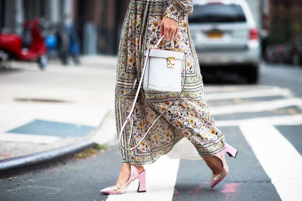 thời trang vintage giày cao gót màu hồng