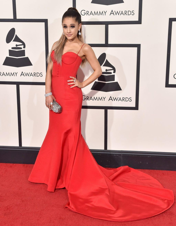 Thời trang thảm đỏ Grammy ariana grande