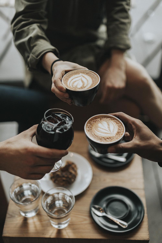 Cà phê và rượu là điều cấm kỵ trong chế độ Paleo. Ảnh: Pexels.