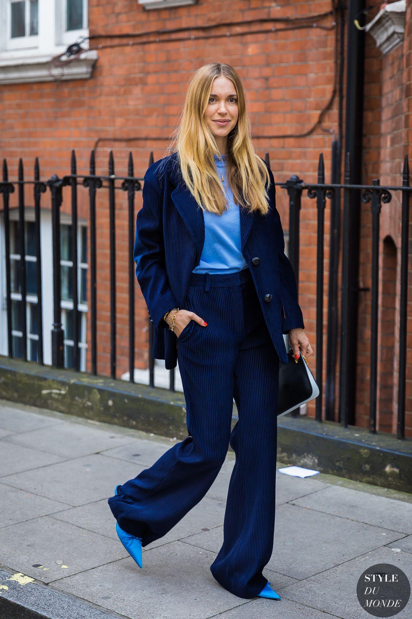 phối đồ trang phục xanh navy từ nhiều sắc thái đậm nhạt