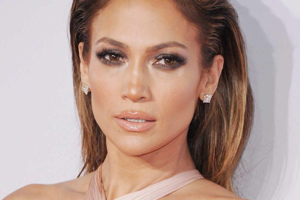 trang điểm tự nhiên như Jennifer Lopez