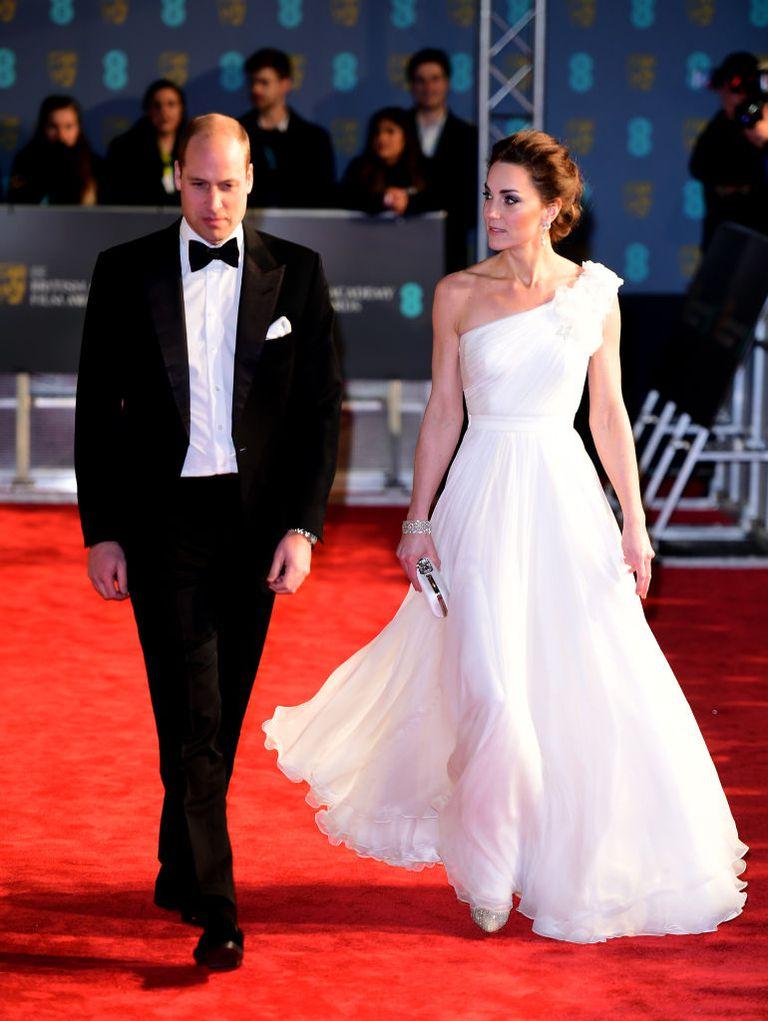 https://www.elle.vn/wp-content/uploads/2019/02/12/elle-viet-nam-thoi-trang-tham-do-le-trao-giai-BAFTA-2019-1.jpg