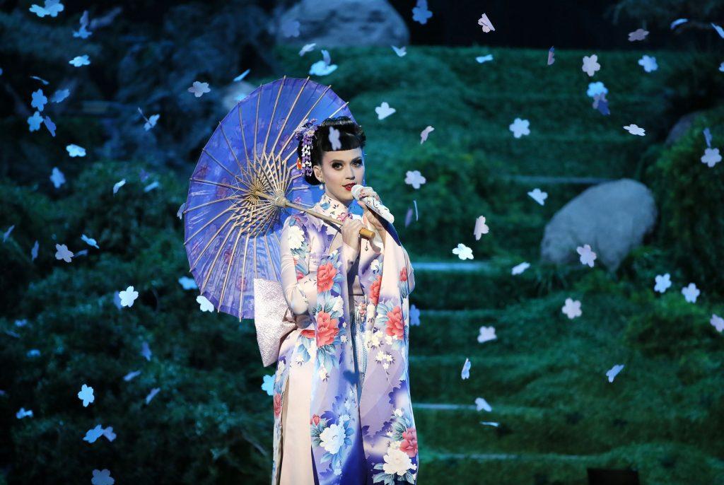 Điểm tin thời trang: Dòng giày thiết kế của Katy Perry gây tranh cãi vì phân biệt chủng tộc 11