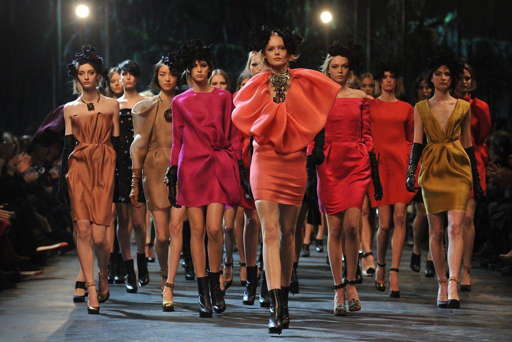 Điểm tin thời trang: Dòng giày thiết kế của Katy Perry gây tranh cãi vì phân biệt chủng tộc 2