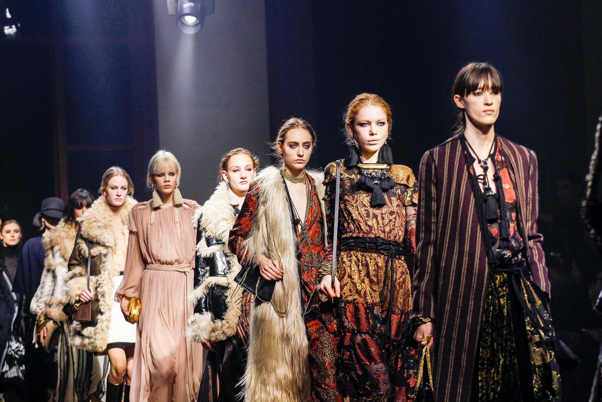 Điểm tin thời trang: Lanvin trở lại Tuần lễ thời trang Paris, dòng giày của Katy Perry...
