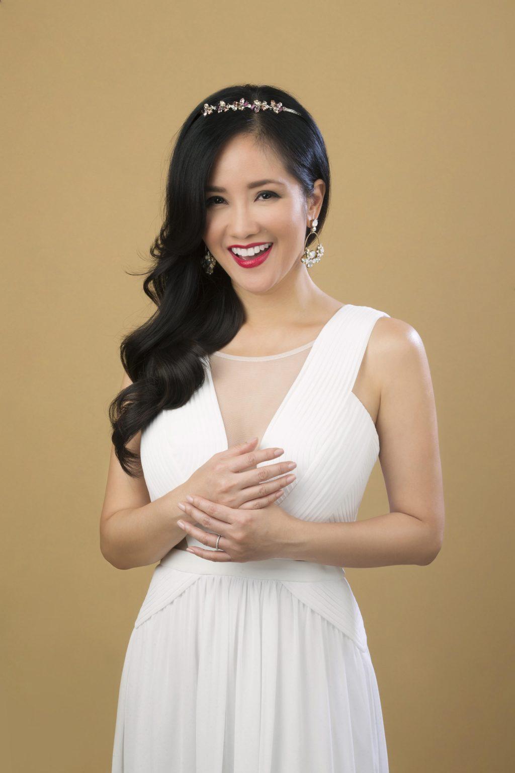 Ca sĩ Hồng Nhung là một trong những ngôi sao luôn tin dùng Collagen Gold Menard.