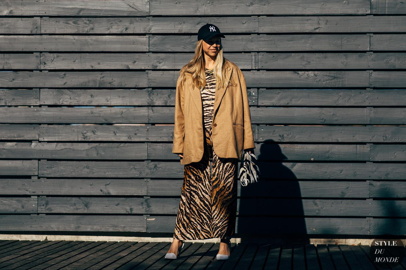 xu hướng thời trang váy họa tiết da hổ 7