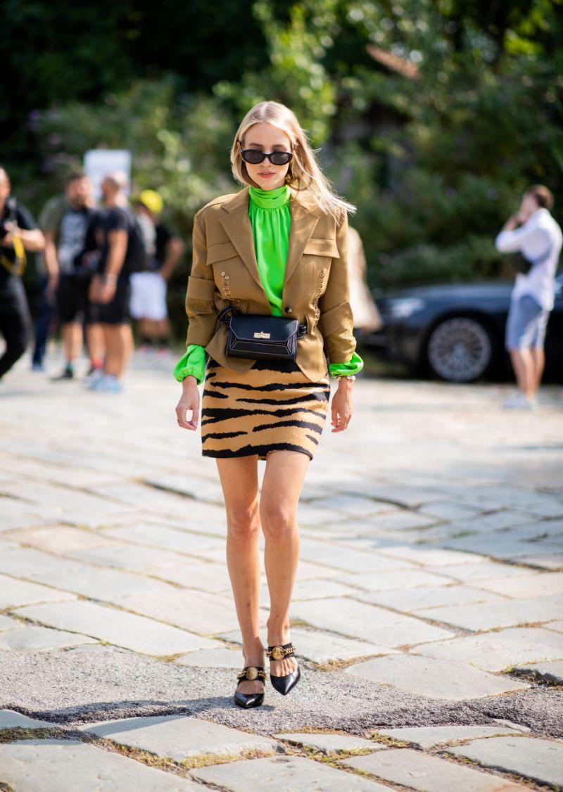 xu hướng thời trang váy họa tiết da hổ 8