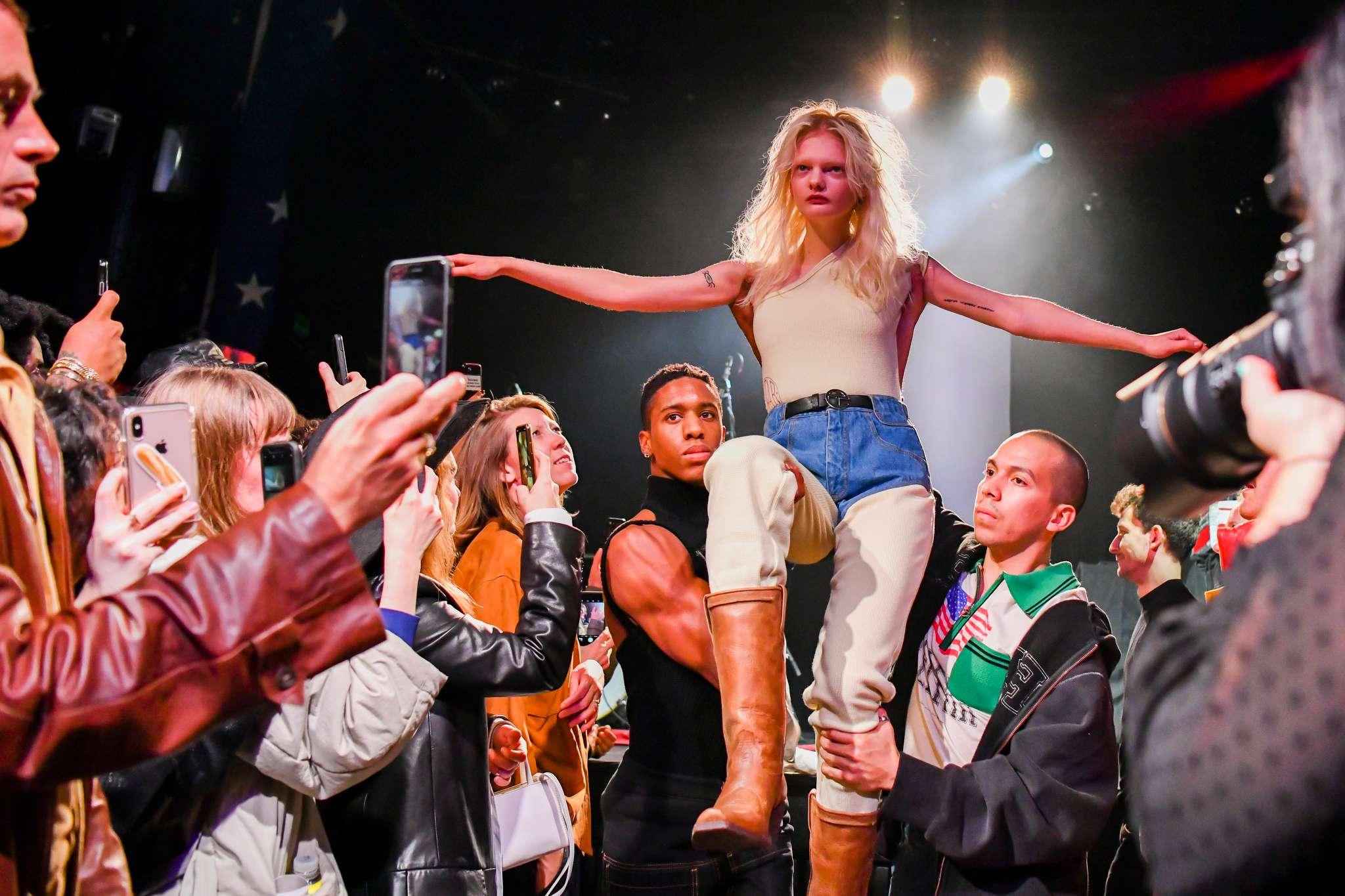 khoảnh khắc ấn tượng tại Tuần lễ Thời trang New York 2019 8