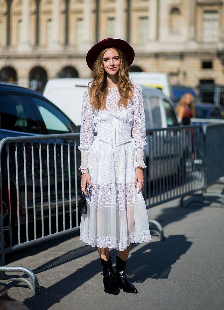 Chiara Ferragni diện váy trắng xuyên thấu và mũ fedora đen