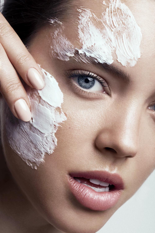 Xoá bỏ ngay lời khuyên làm đẹp sai lầm khi cho rằng da dầu không cần dưỡng ẩm.