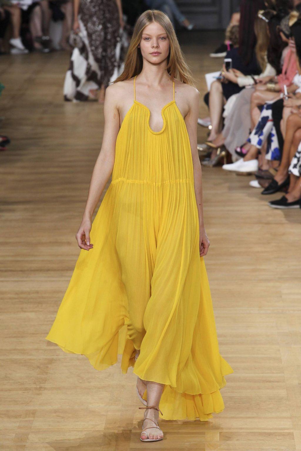 ý nghĩa trang phục màu vàng 5