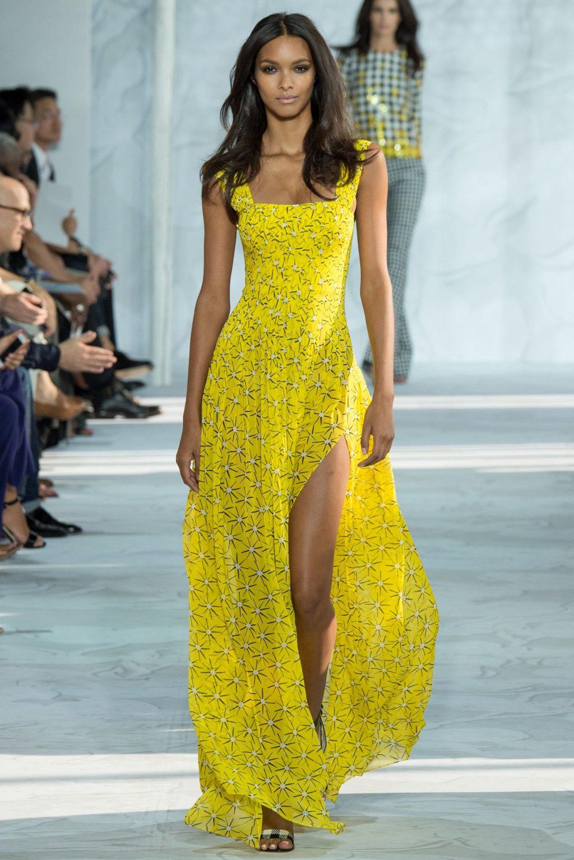 ý nghĩa trang phục màu vàng 7