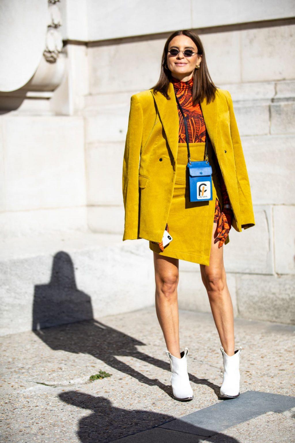 Ý nghĩa trang phục màu vàng 1