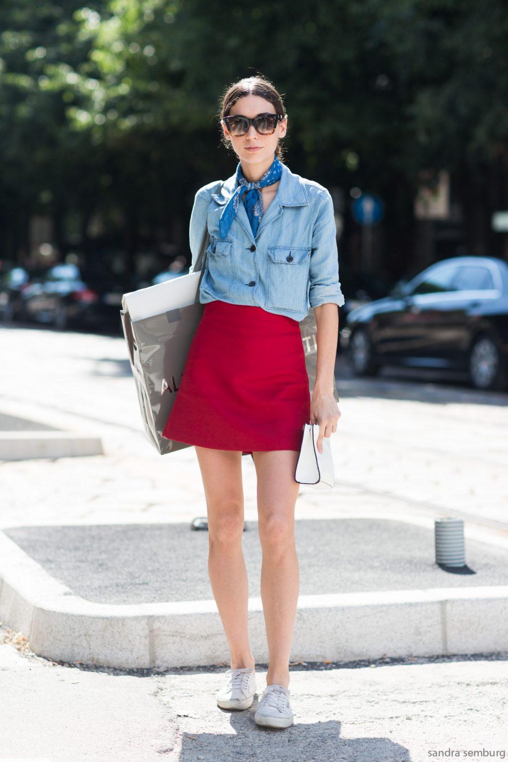 thời trang mùa hè chân váy đỏ