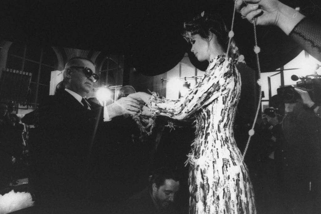 Tình bạn giữa ông hoàng Karl Lagerfeld và Claudia Schiffer vô cùng tốt đẹp dù những chiến dịch quảng cáo cùng buổi đầu hồi hộp khi làm việc cùng nhau đã qua đi