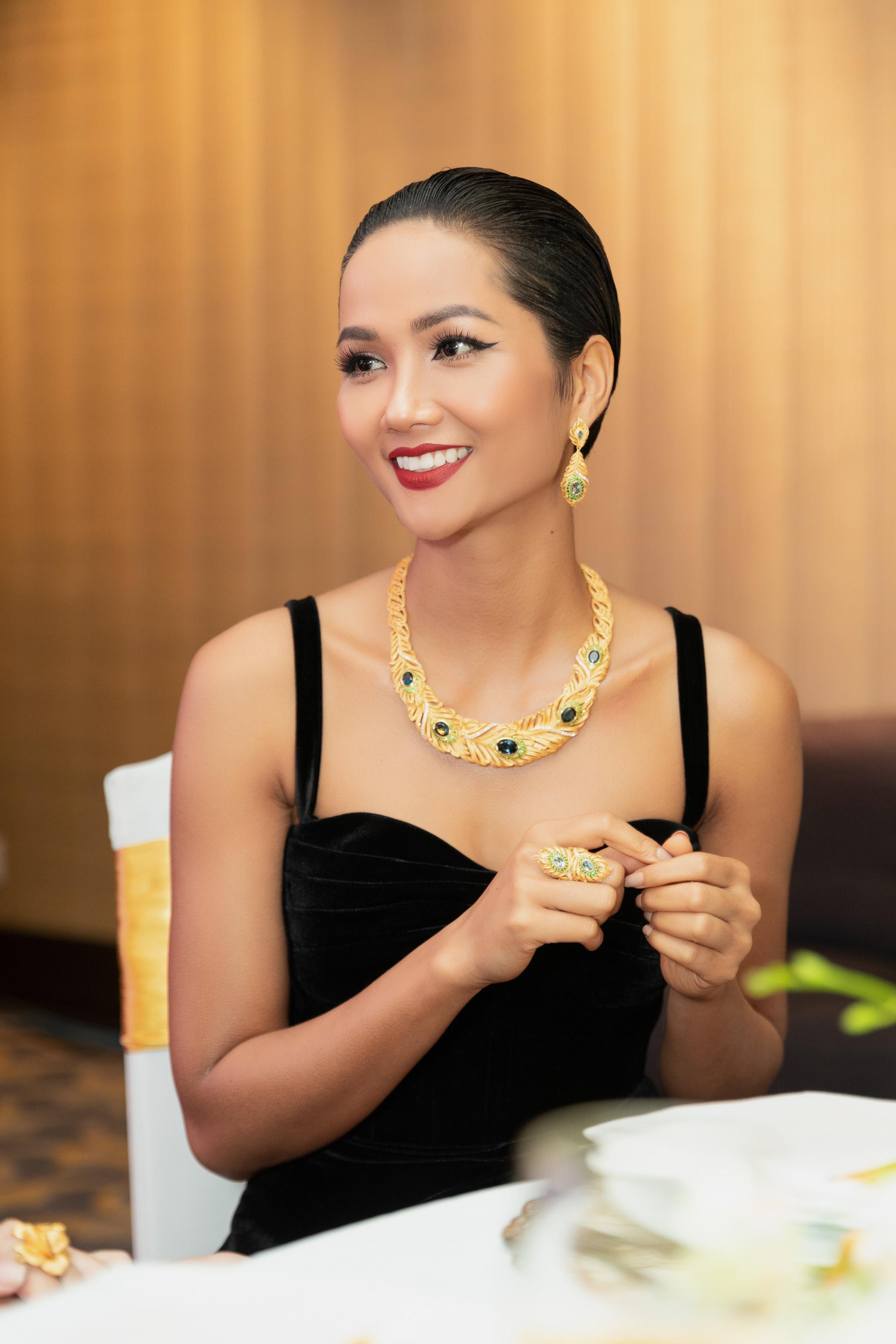 H'Hen toả sáng cùng trang sức vàng Prima Gold 7