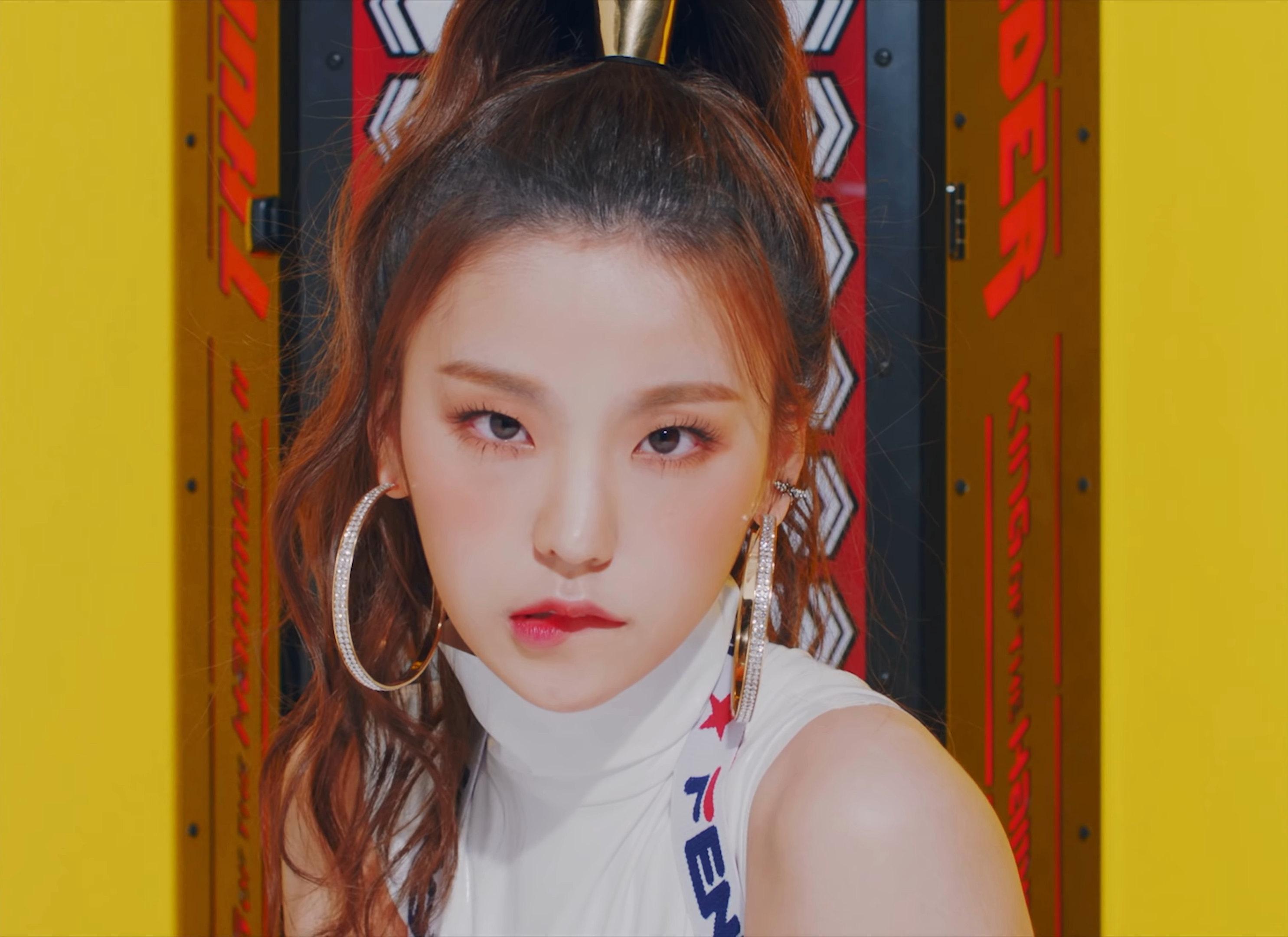 phong cách thời trang ấn tượng của Yeji (ITZY) 13