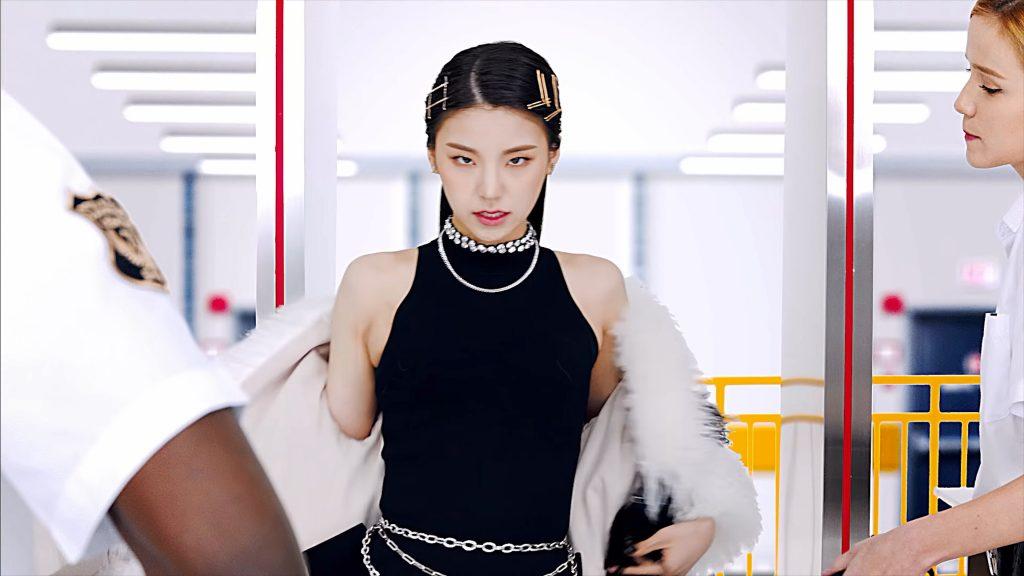 phong cách thời trang ấn tượng của Yeji (ITZY) 14