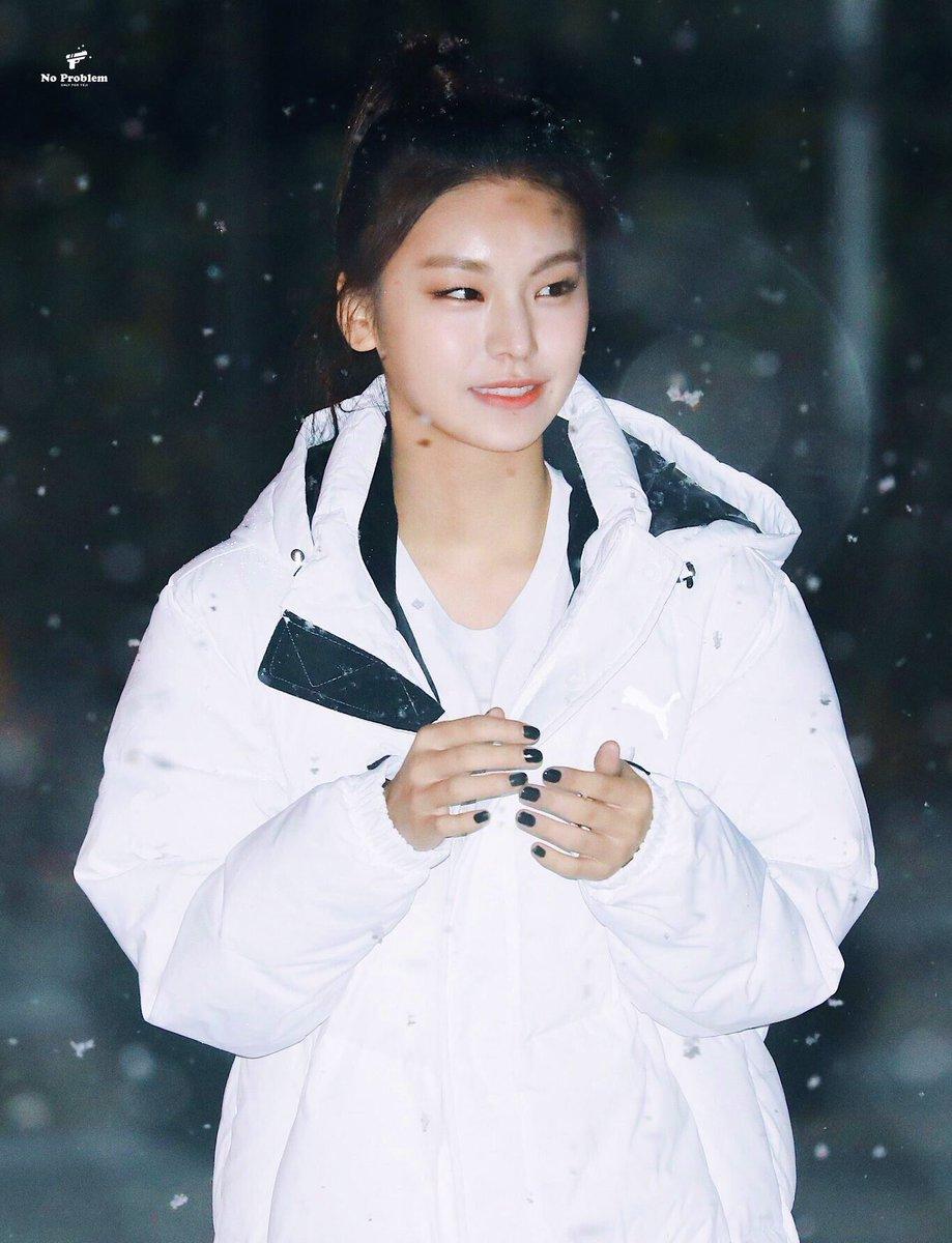 phong cách thời trang ấn tượng của Yeji (ITZY) 16