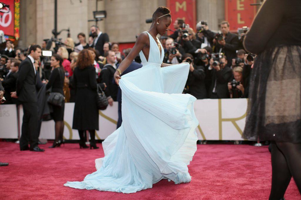 Bí mật đằng sau những bộ cánh lộng lẫy trên thảm đỏ Oscar 2