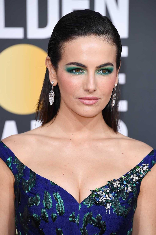 trang điểm mắt như Camilla Belle