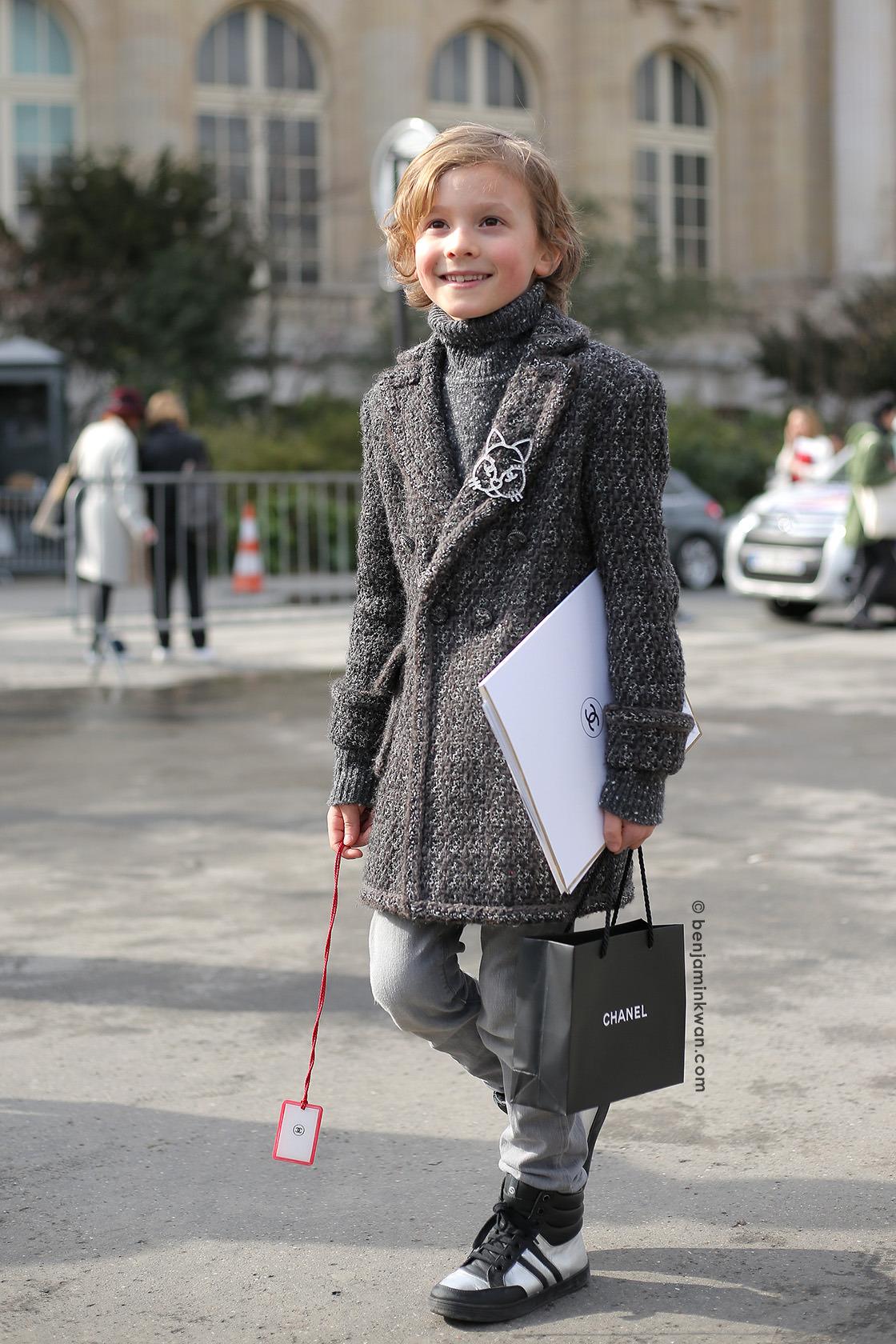 phong cách thời trang của Hudson Kroenig trong bộ trang phục Chanel
