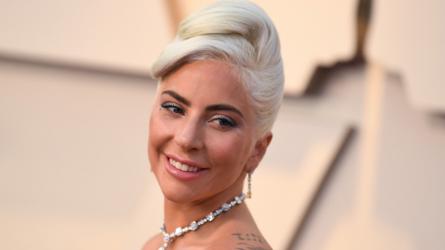 Lady Gaga xuất hiện trên thảm đỏ Oscar 2019 trong kiểu tóc lấy cảm hứng từ