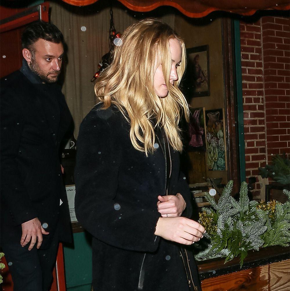 """Lộ diện chiếc nhẫn đính hôn """"khủng"""" của nữ diễn viên Jennifer Lawrence 5"""