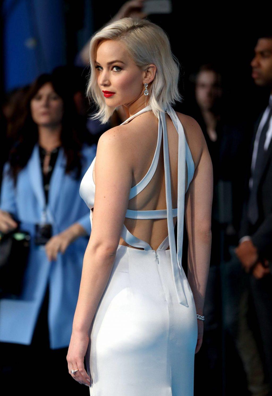 """Lộ diện chiếc nhẫn đính hôn """"khủng"""" của nữ diễn viên Jennifer Lawrence 6"""