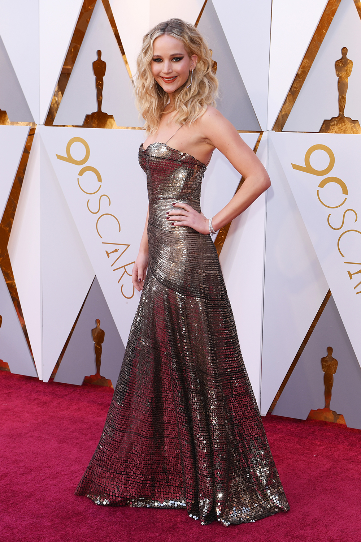 """Lộ diện chiếc nhẫn đính hôn """"khủng"""" của nữ diễn viên Jennifer Lawrence 8"""