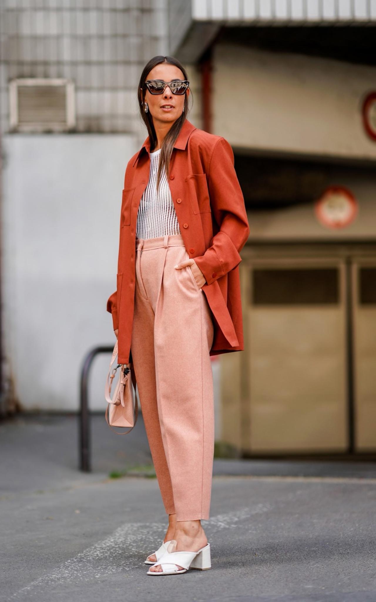 cách phối màu quần áo màu cam và hồng