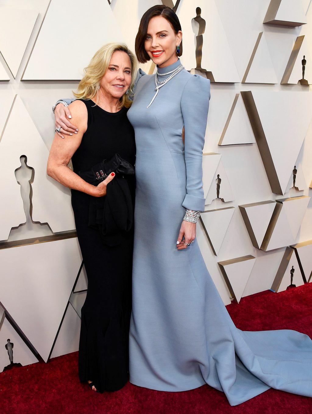 Charlize Theron thảm đỏ oscar 2019
