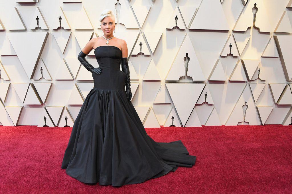 phụ kiện vòng cổ kim cương đắt giá của nữ ca sĩ Lady Gaga