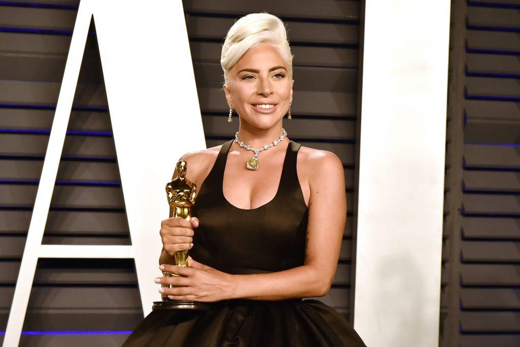 phụ kiện vòng cổ kim cương đắt giá của nữ ca sĩ Lady Gaga 12