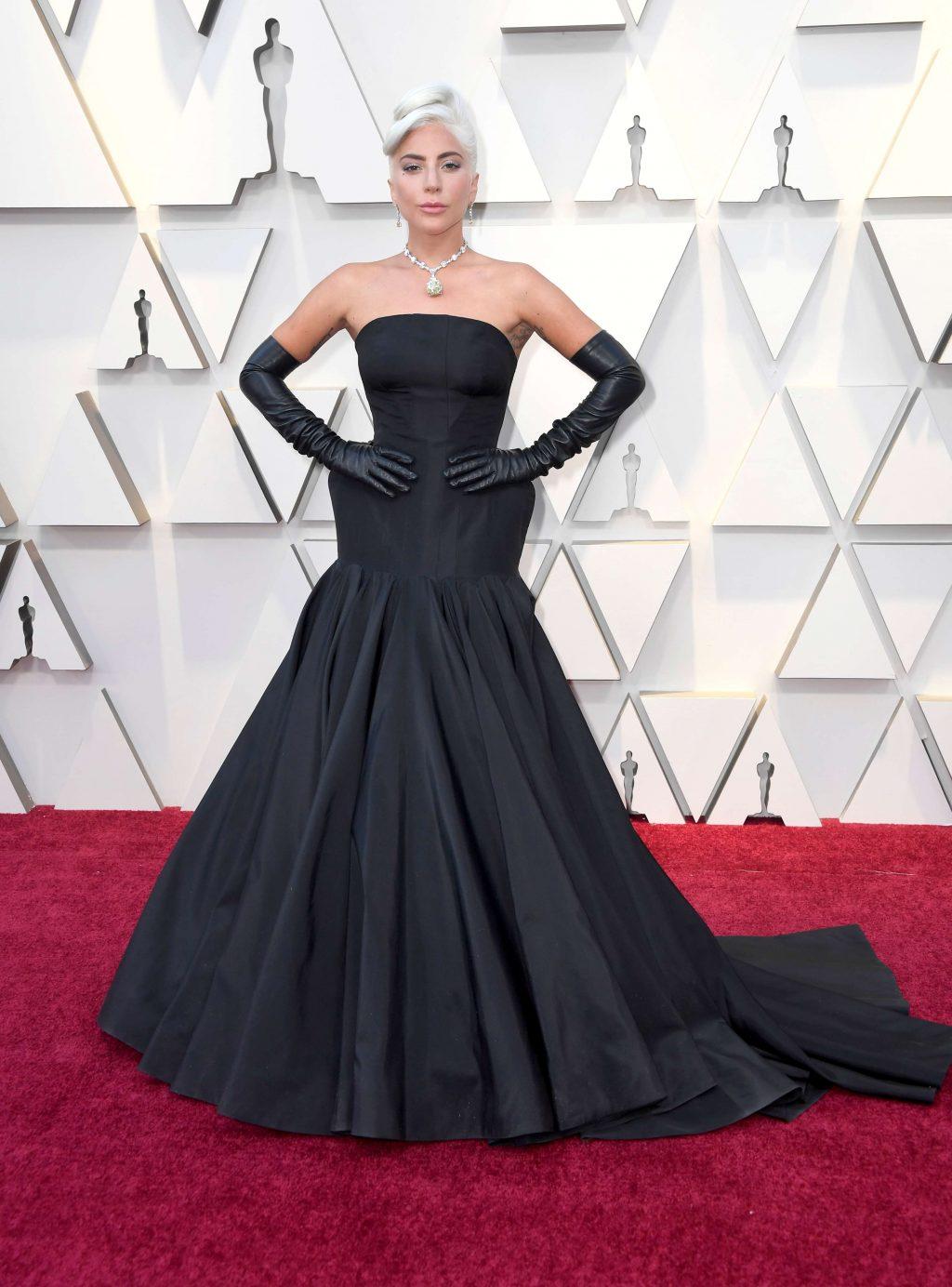 phụ kiện vòng cổ kim cương đắt giá của nữ ca sĩ Lady Gaga 2