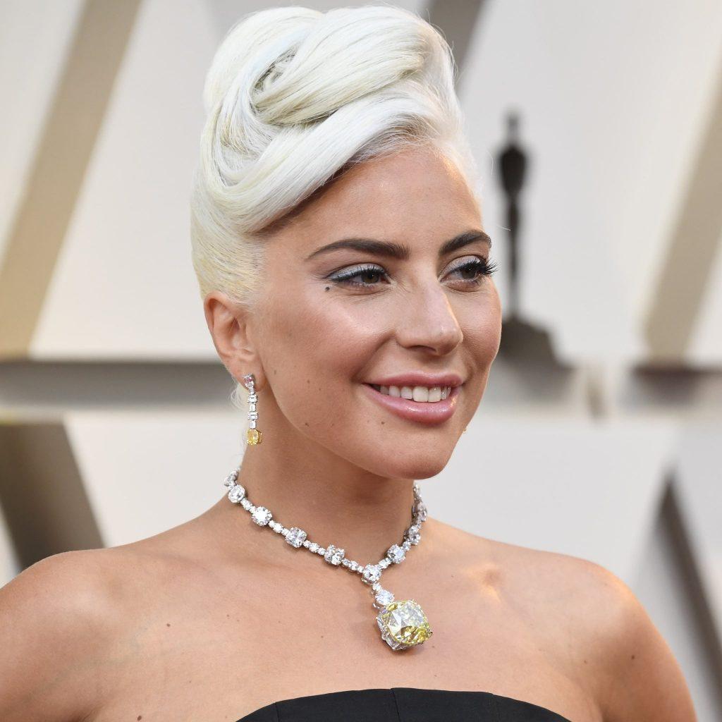 phụ kiện vòng cổ kim cương đắt giá của nữ ca sĩ Lady Gaga 4