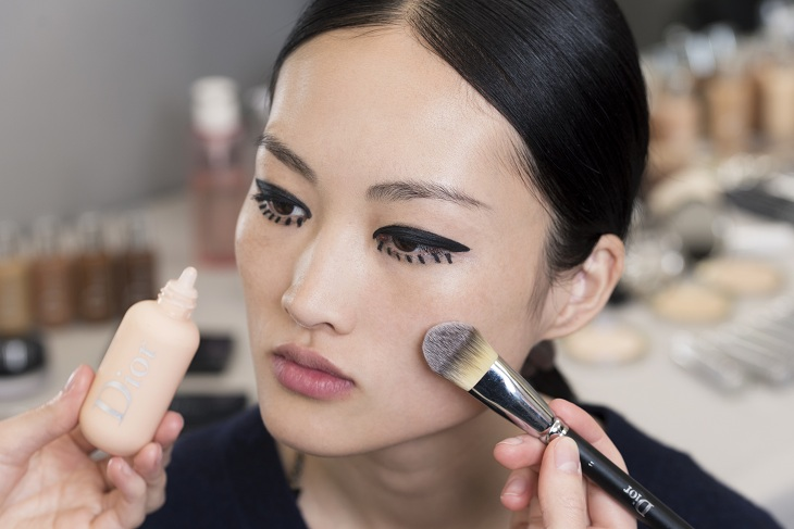 phong cách trang điểm Dior 03