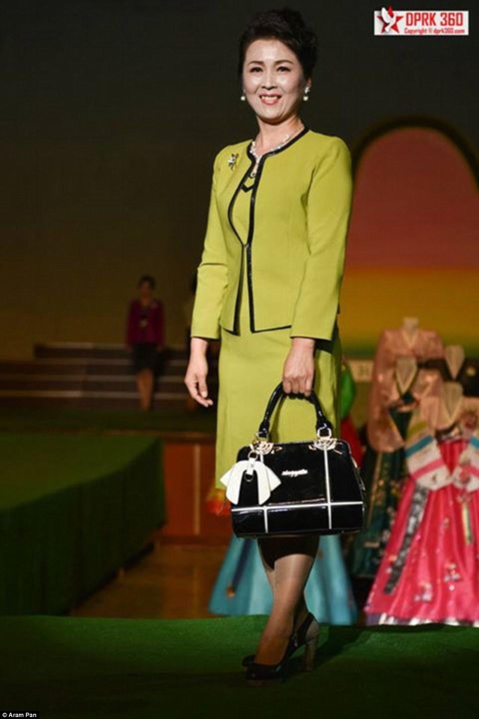 buổi trình diễn thời trang của phụ nữ Triều Tiên 2