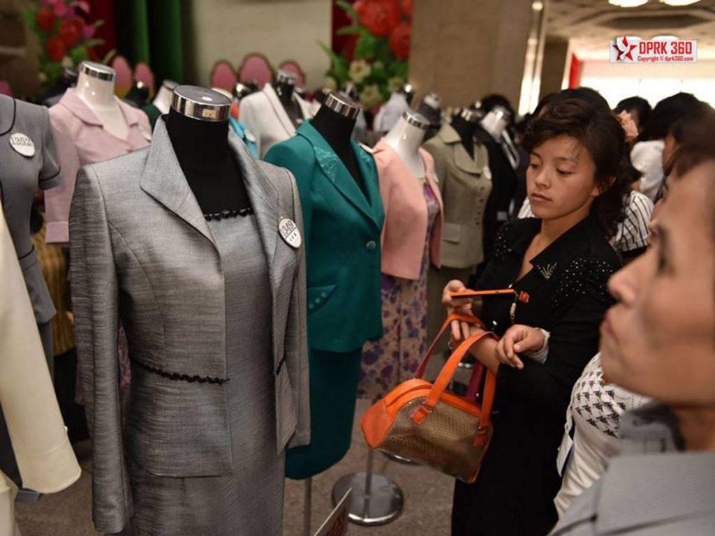 buổi trình diễn thời trang của phụ nữ Triều Tiên 6