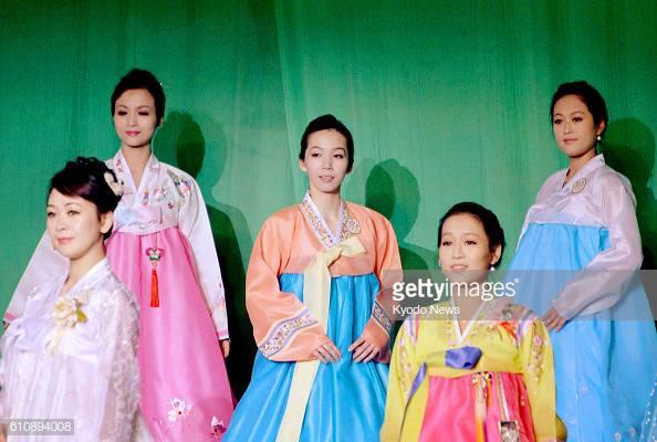 buổi trình diễn thời trang của phụ nữ Triều Tiên 15