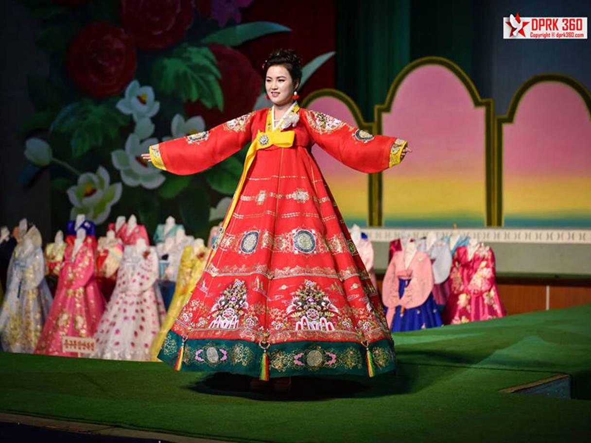 buổi trình diễn thời trang của phụ nữ Triều Tiên 10