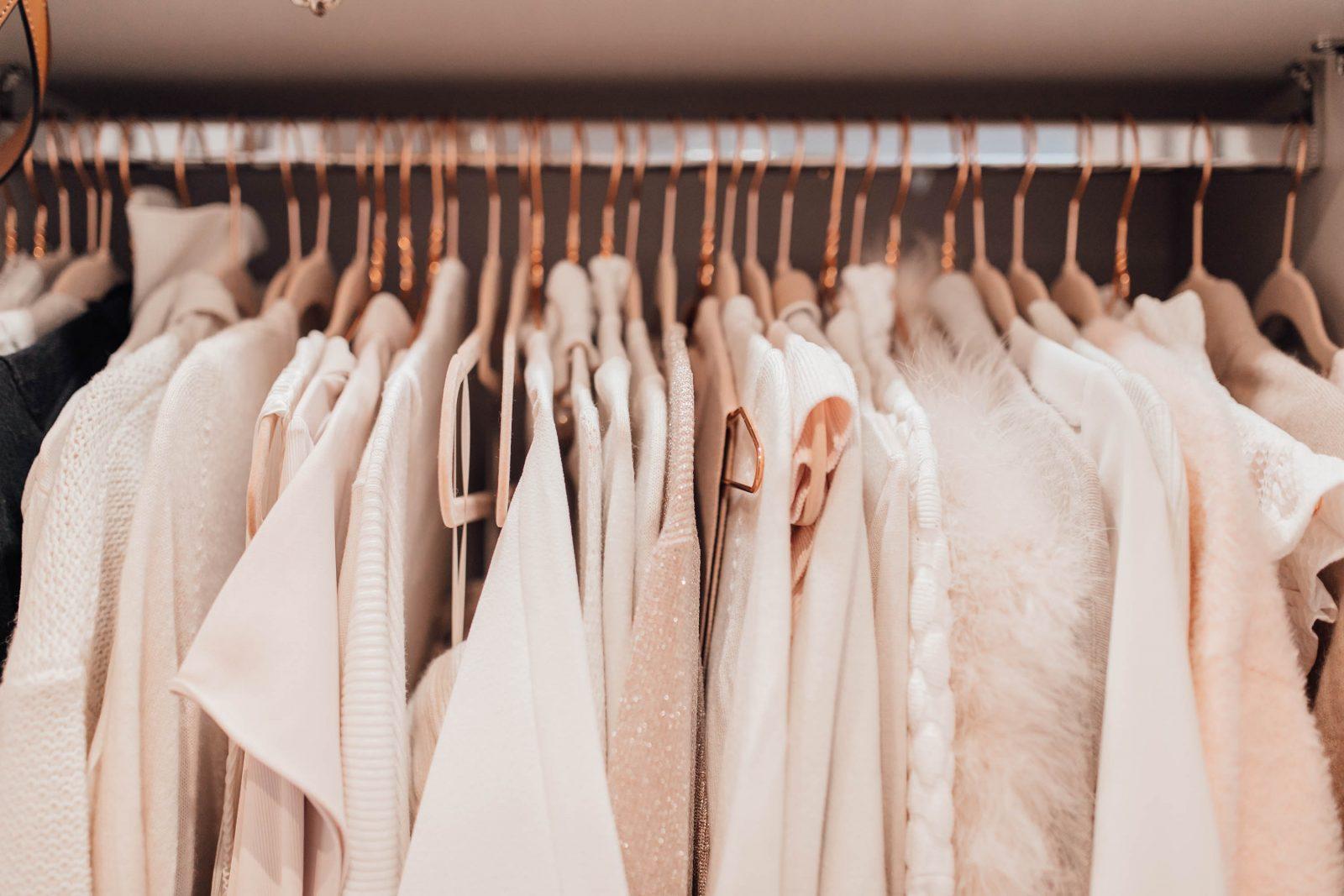 tủ treo quần áo màu trắng
