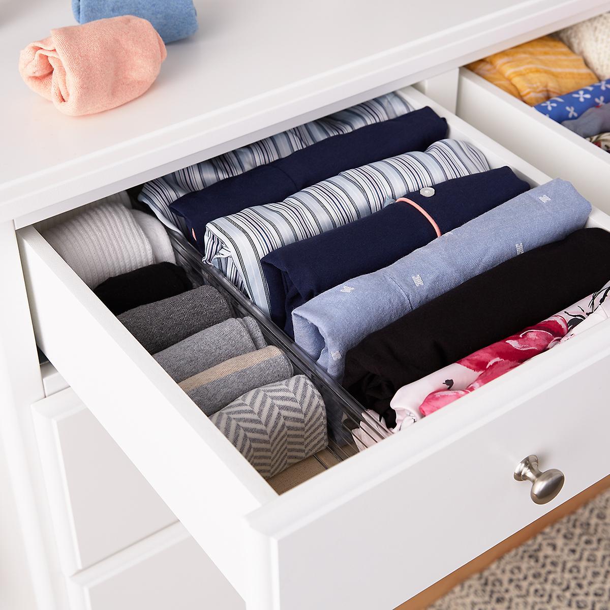 quần áo sắp xếp ngay ngắn trong tủ